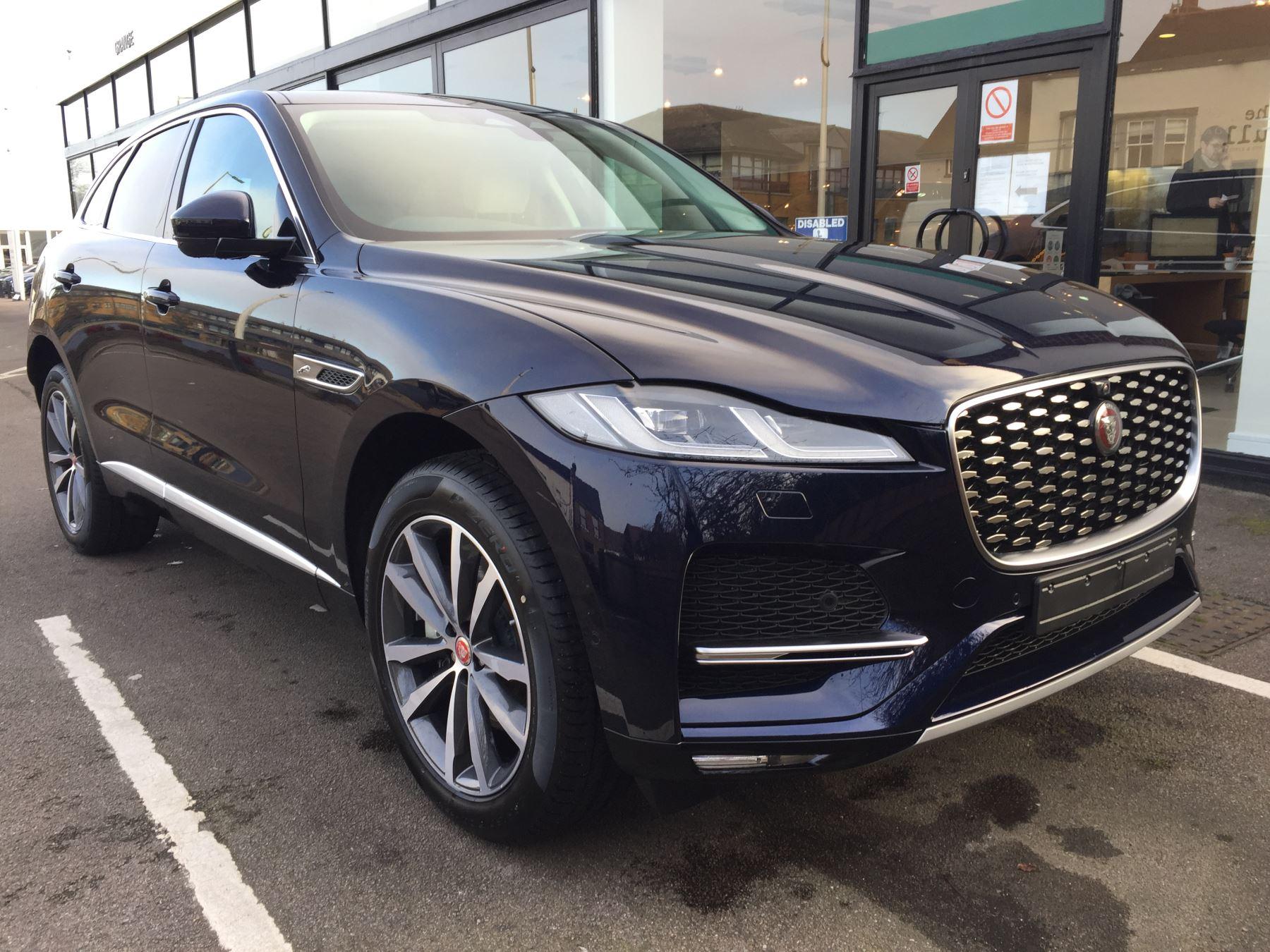 Jaguar F-PACE Contact us today and ask about our great offers on Cars for early delivery.  Automatic 5 door Hatchback